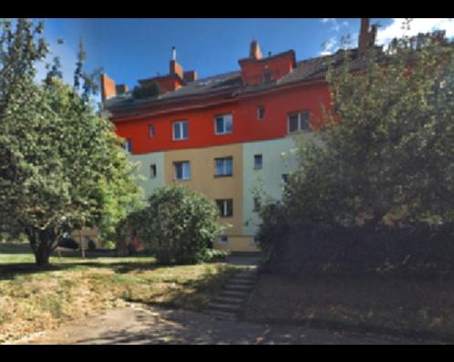 Vamberská 261, 262, 263, 295, 296, 297, 199 00  Praha 18 – Letňany 12 bytů do OV - střešní nástavby