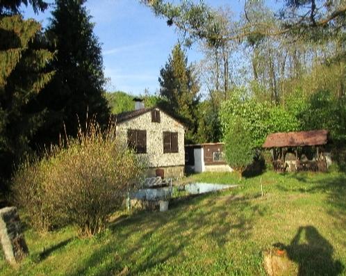 Prodej chaty a zahrady v Českém Švýcarsku ( obec Studený u Kunratic) užitná plocha 298 m² s pozemkem 977 m² CENA: 900.000 Kč