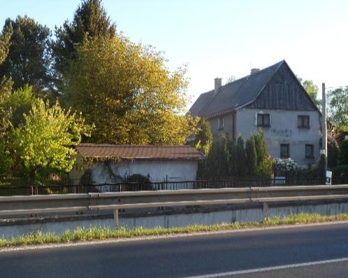 Prodej rodinného domu s užitnou plochou 223,5 m2 a s pozemkem 1988 m2 v Libouchci ( okr. Ústí nad Labem ) 3.400.000 Kč